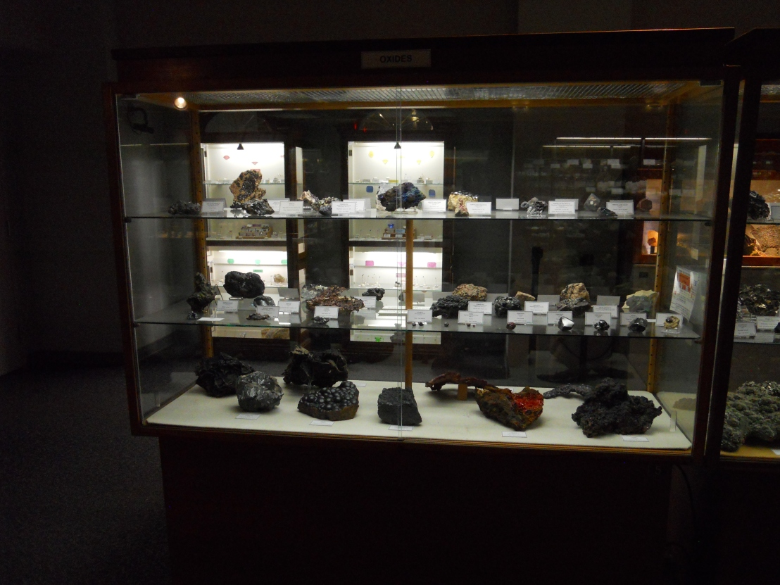 AZcentral article on possible stolen mineral museumcollection